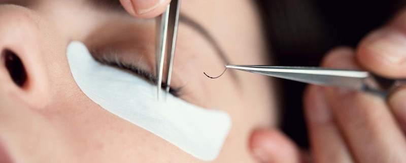 Eyelash extensions course demo at Bristol Beauty School