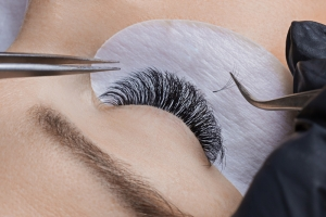 russian lashes being applied